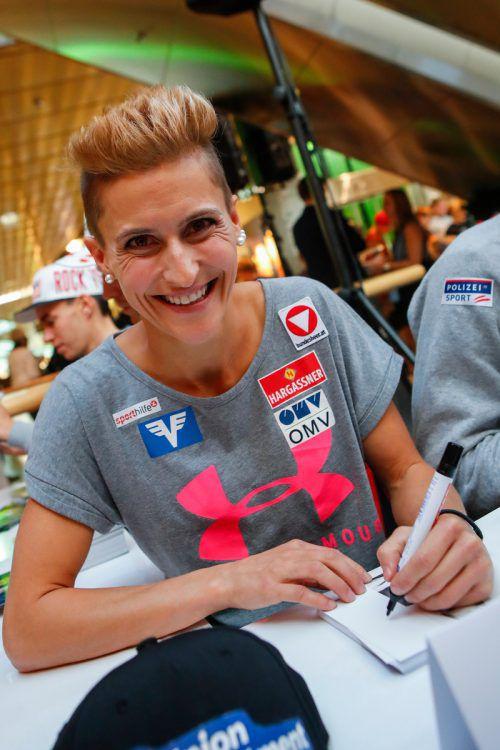 Eva Pinkelnig war gefragte Autogrammschreiberin. gepa