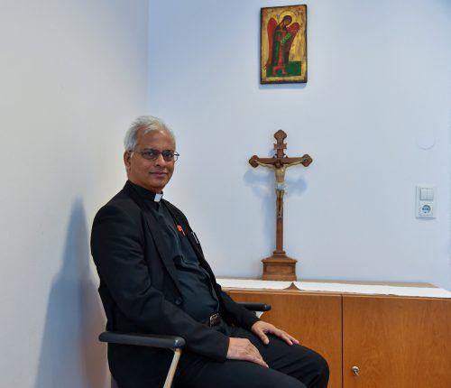Father Tom Uzhunnallil war 18 Monate lang Gefangener des Islamischen Staates im Jemen. In der Lustenauer Erlöserkirche sprach er über diese Zeit. VN/Lerch