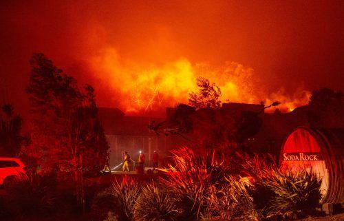 Feuerwehrleute kämpfen seit Tagen gegen die wütenden Feuer in Kalifornien. AFP