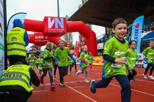 Die Kinderläufe im Rahmen des Sparkasse 3-Länder-Marathons sind ein Ziel, auf das die sportliche Jugend gerne hinarbeitet. VN/Steurer