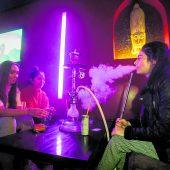Das Rauchverbot wird das Nachtleben verändern, vor allem Shisha-Bars. A6