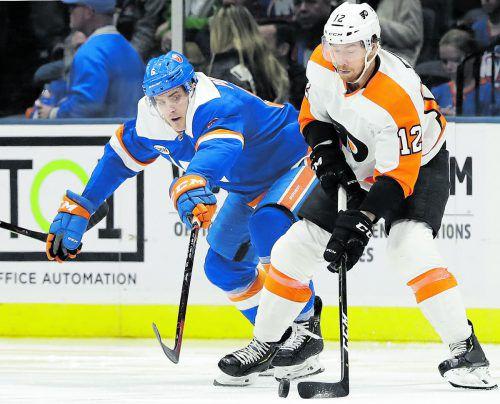 Für Michael Raffl (r.) geht die NHL-Saison mit einem Gastspiel in Prag los, Chicago ist der erste Gegner der neuen Spielzeit.???