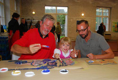 Günter Gruber mit Enkelin Teresa und Sohn Raymond Milla. hapf