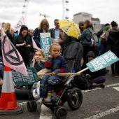 Weltweit zahlreiche Festnahmen bei Klima-Blockaden