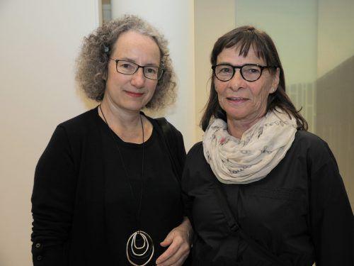 Im Publikum: Stadträtin Ingrid Scharf mit Hildegard Schratz.