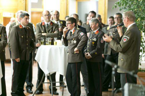 Landesfeuerwehrinspektor Hubert Vetter brachte seine Anerkennung für neue und alte Kommandanten zum Ausdruck. LFV