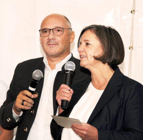Leiterin Brigitte Rodriguez Lopez und Bürgermeister Peter Halder.
