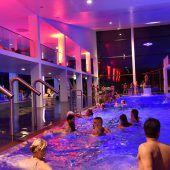 Nachtschwimmen im Stadtbad