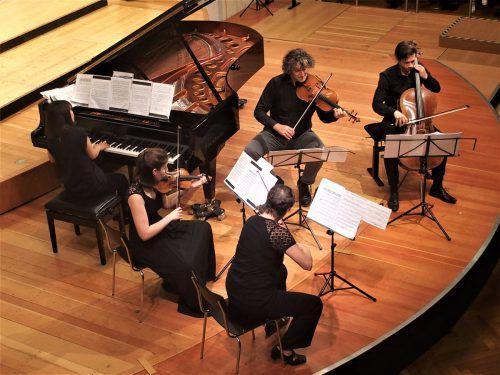 Mit zwei umfangreichen Kammermusikwerken und einer Auswahl ihrer Lieder wurde Maria Bach zur viel bejubelten Entdeckung des Konzertes in der Reihe Musik in der Pforte. JU