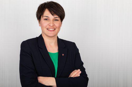 """""""Ich bedauere es, dass sich Egger so massiv gegen die Expansionspläne eines einheimischen Familienbetriebes stellt, der seit Jahrzehnten in Hohenems produziert und vielen Menschen einen Arbeitsplatz bietet. Labg."""" Monika Vonier, ÖVP"""