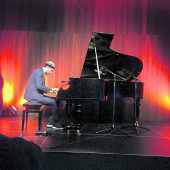 Superman am Piano