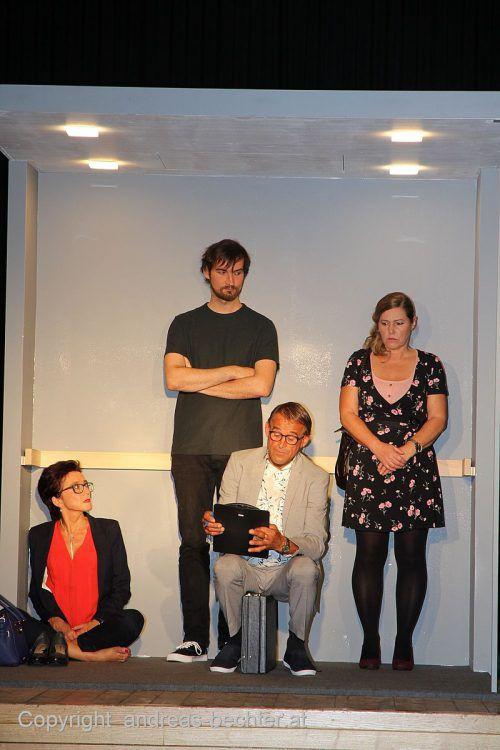 Renate Lässer, Ingrid Vögel, Willi Sinz und Michael Dobler auf der Bühne.