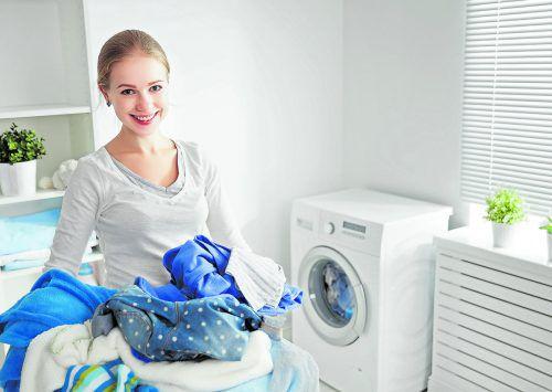 Riecht die Wäsche muffig, sollte die Waschmaschine gereinigt werden.