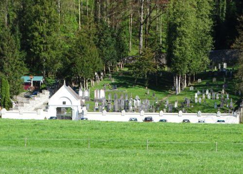 Seine heute noch sichtbare flächenmäßige Ausdehnung erhielt der Friedhof bei seiner letzten Erweiterung im Jahr 1900.tf