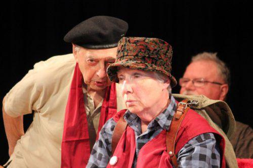 Selbstironisch und mutig präsentieren sich die Seniorinnen und Senioren auf der Theaterbühne.LVA