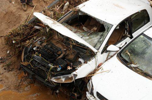 Sintflutartige Regenfälle haben Überflutungen und schwere Schäden verursacht. Rts