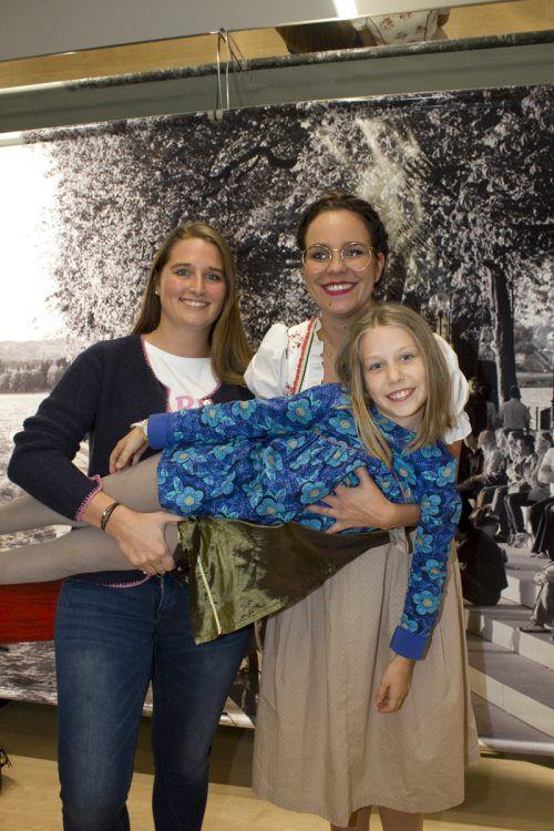 Spaß hatten auch Sarah Neurauter (l.), Ramona Albrecht und Penelope Flerin.