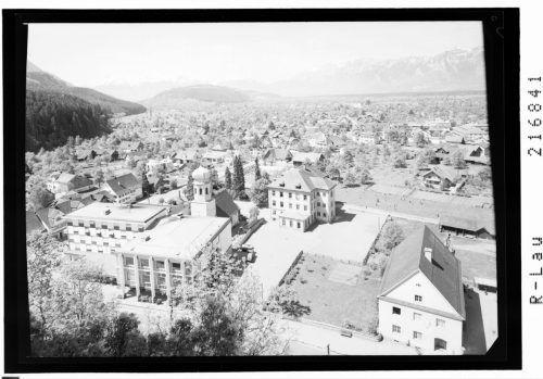 St. Peter und die Volksschule Markt sind denkmalgeschützt.
