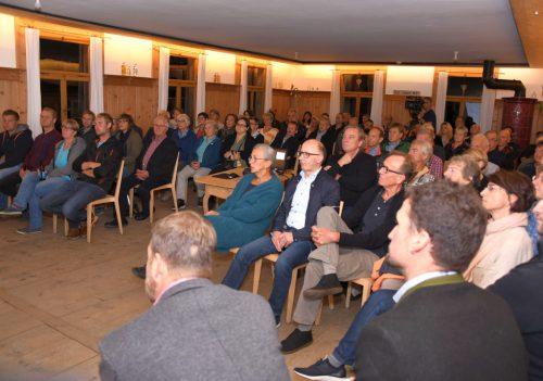 """Viele interessierte Besucher waren zum Infoabend """"Kuratie Haus neu"""" gekommen.mam"""
