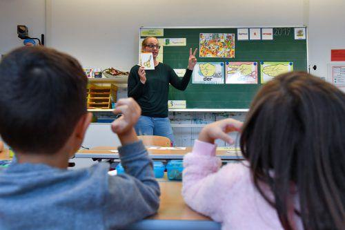 Viele Lehrer und Direktoren wünschen sich mehr Kontakt mit Schülern als mit der überbordenden Bürokratie.VN/Lerch