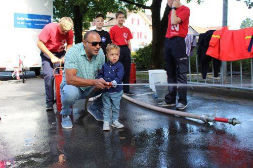 """""""Wasser marsch!"""" hieß es beim Stand der Freiwilligen Feuerwehr.bin"""