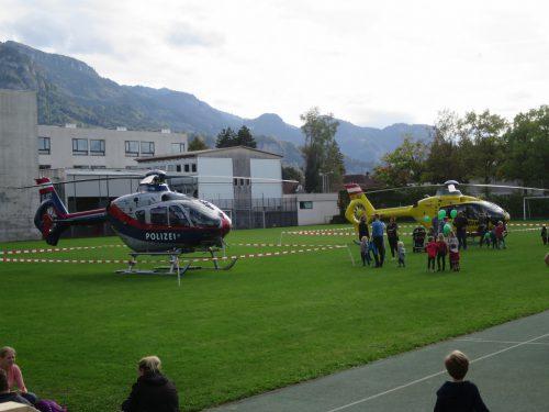 Zu Gast bei der Eröffnungsfeier: Hubschrauber der Polizei und des ÖAMTC.rha