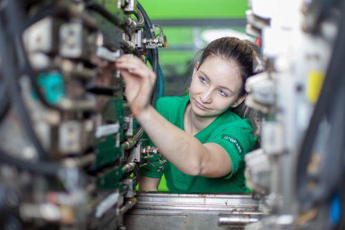 """Der Beschlägehersteller Grass erhielt 2019 den Staatspreis """"Mädchen in technische Berufe"""". Rund 30 Prozent der Lehrlinge bei Grass sind weiblich. FA"""