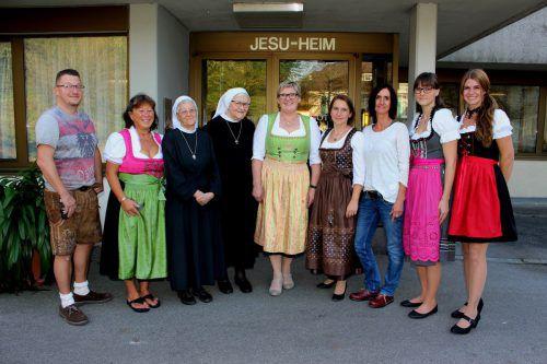 Abschiedsfoto mit Marion Bumberger, Nachfolgerin Judith Wucher (Mitte) und engagierten Mitarbeitern. bms