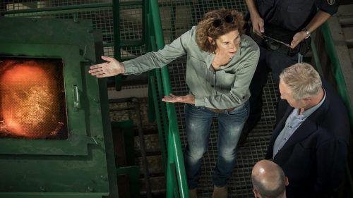 """Adele Neuhauser und Harald Krassnitzer ermitteln im Tatort""""Baum fällt"""" rund um den Biomassekessel mit Feuerungsanlage der Firma Kessler. ORF"""