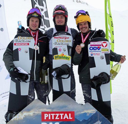 Alessandro Hämmerle und Luca Hämmerle (l.) nahmen bei der österreichischen Meisterschaft im Pitzal Jakob Dusek mit auf das Siegerpodest.ÖSV/Wieser
