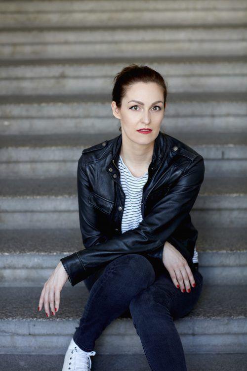 """Alex Beer wurde für ihren Kriminalroman """"Der dunkle Bote"""" ausgezeichnet. Ehm"""