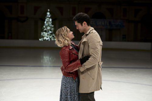 Als Kate im Londoner Vorweihnachtstrubel Tom trifft, fühlt sie zum ersten Mal seit Langem Geborgenheit. AP