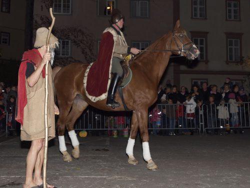 Am Sonntag bringen Kinder die Bregenzer Oberstadt zum Leuchten.
