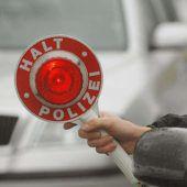 Junger Alko-Lenker touchierte Polizeiauto