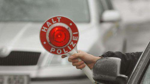 Anhalteversuche der Polizei ignorierte der Fluchtfahrer. dpa