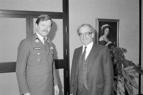 Antritt 1985 von Redl als Militärkommandant bei LH Keßler. volare/Helmut Klapper