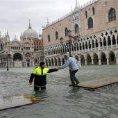 Das Hochwasser hat Venedig weiter fest im Griff