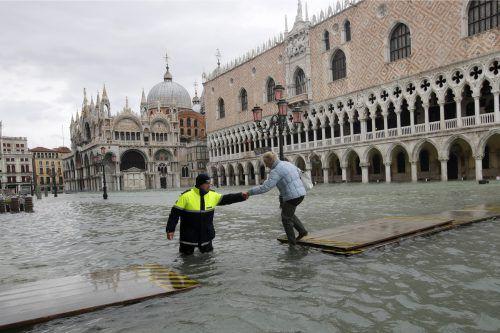 Auch am Sonntag waren große Teile der Stadt unter Wasser. AP