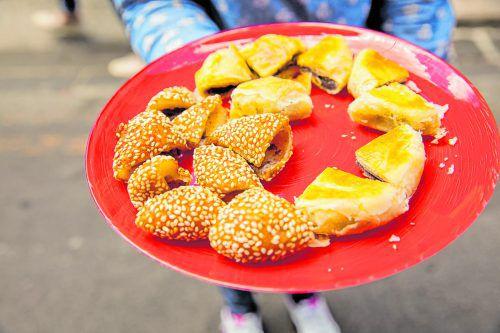 Auf den Straßen der Hauptstadt wird jede Menge köstliches Essen angeboten.