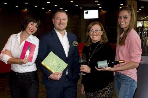 """Barbara Rogovic (l.), Sebastian und Elisabeth Spiegel sowie Belinda Wetzel luden zur """"Wine Time"""". Franc"""