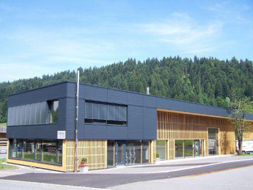 Baurenhas ist in den Bereichen Kaminbau und -isolierung sowie Brandschutz tätig. FA