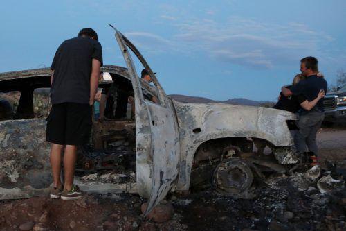 Bei dem Überfall auf einer Landstraße wurden drei Frauen und sechs Kinder getötet.
