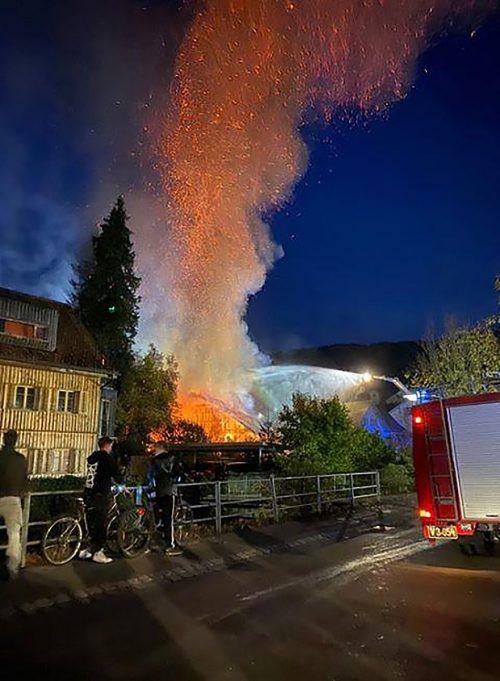 Beim Eintreffen der Feuerwehr stand das Sägewerk bereits in Vollbrand, es konnte nicht mehr gerettet werden.