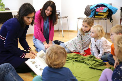 """Beim """"Sonntagslesen"""" öffnet Erzählerin Natalia Perez jeden Sonntag in der Göfner Bugo die Geschichtenkiste und begeistert die Kinder mit fantastischen Abenteuern. uysal"""