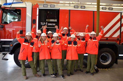 Beim technischen Einsatz mussten die Feuerwehrjugendlichen ein Auto sichern, den Verletzten bergen und einen Vermissten suchen.DOB