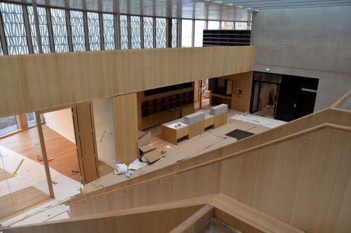 Bibliothek mit außergewöhnlicher Architektur, der Innenausbau läuft. STD