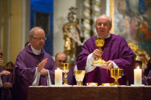 Bischof Benno Elbs (l.) und Kardinal Christoph Schönborn zelebrierten schon zahlreiche Messen gemeinsam. VN/HB