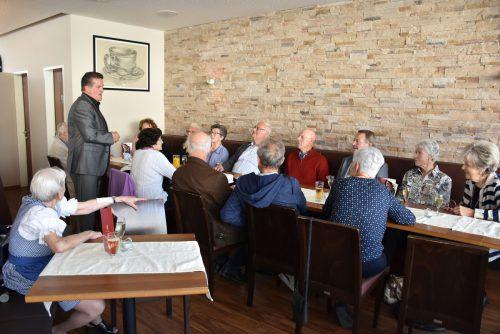 Bürgermeister Christian Natter begrüßte die Gäste im Café Reichl. MG Wolfurt