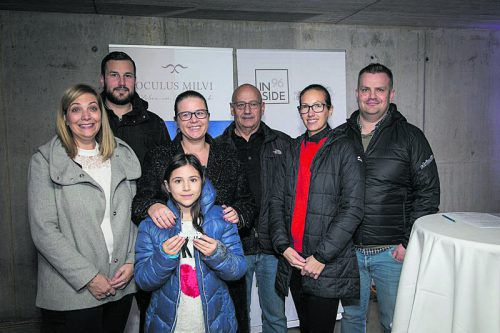 Bürgermeister Philibert Ellensohn (Mitte) mit den zukünftigen Bewohnern.?fotos: Inside96