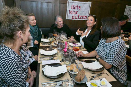 Carolin Frei diskutierte mit Gästen der von ihr gesteuerten ersten Carte Blanche Veranstaltung. Erlebnis Rankweil/Mathis (2)